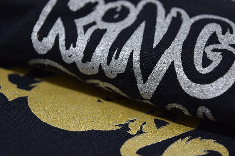 Tricou personalizat prin serigrafie cu insertii argintii si aurii