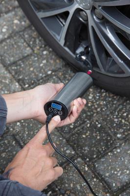 Pompa automata portabila pentru anvelope