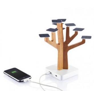 Baterie externa solara sub forma de copac